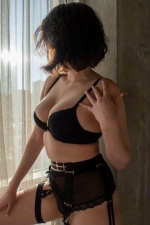 Sheryane adult dating in Avenal CA